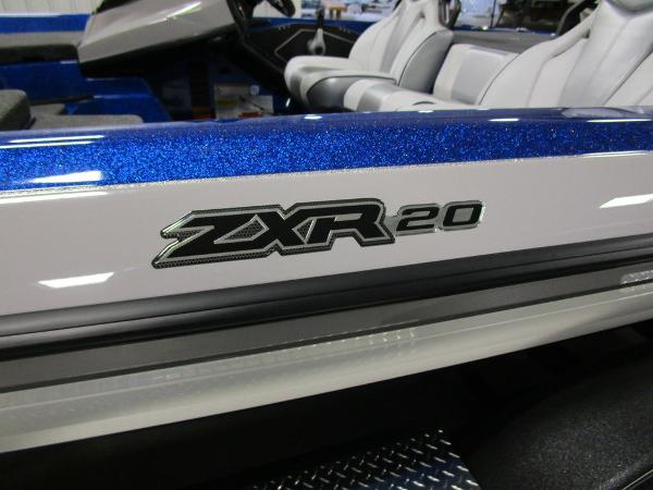 2021 Skeeter boat for sale, model of the boat is ZXR 20 & Image # 8 of 50