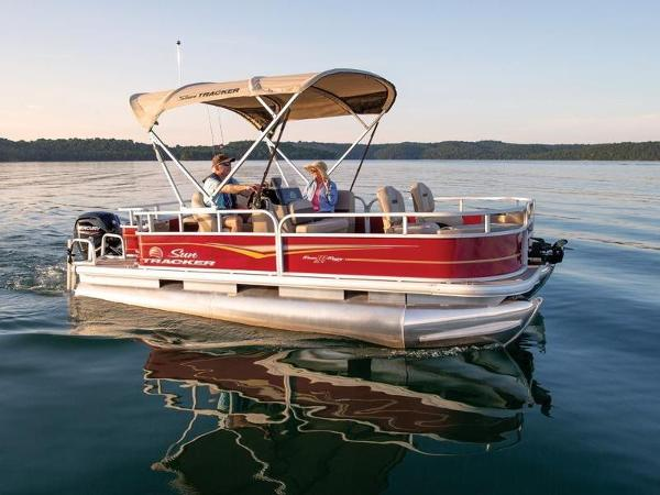 2020 Sun Tracker boat for sale, model of the boat is BASS BUGGY® 18 DLX & Image # 1 of 1