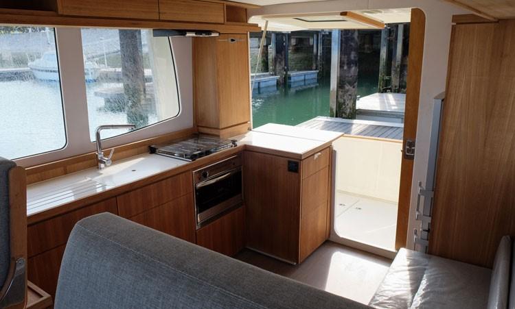 Rhea Marine 34 Trawler - wheelhouse