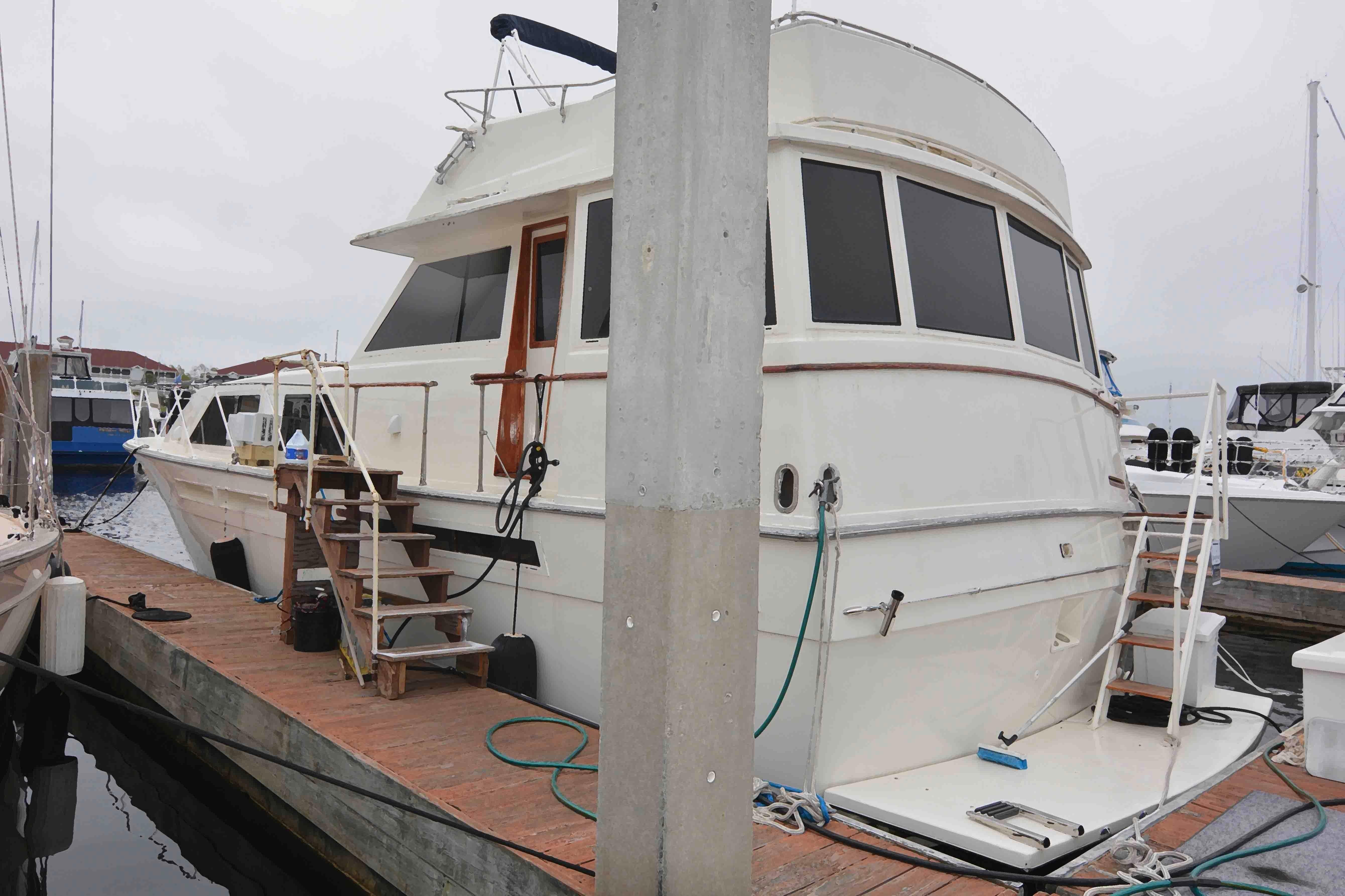 Uniflite 46 Motor Yacht - Photo: #13