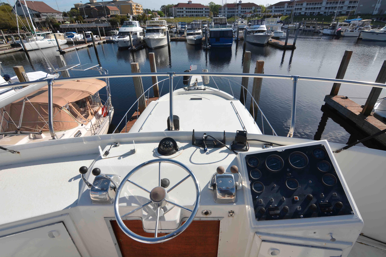 Uniflite 46 Motor Yacht - Photo: #19