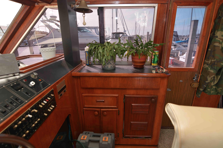 Uniflite 46 Motor Yacht - Photo: #21