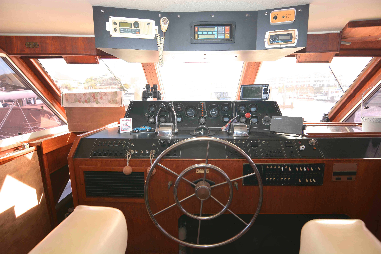 Uniflite 46 Motor Yacht - Photo: #20