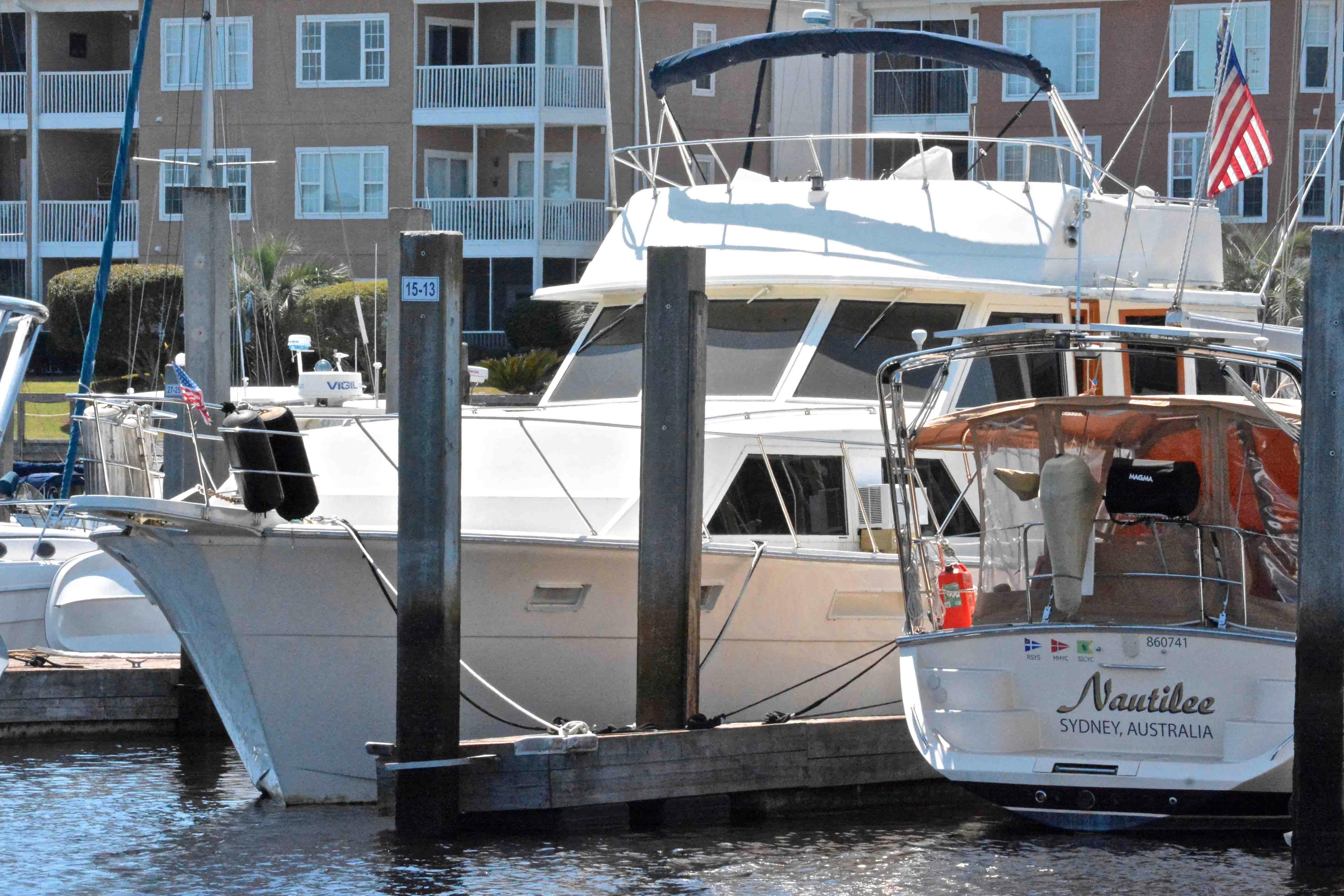Uniflite 46 Motor Yacht - Photo: #12