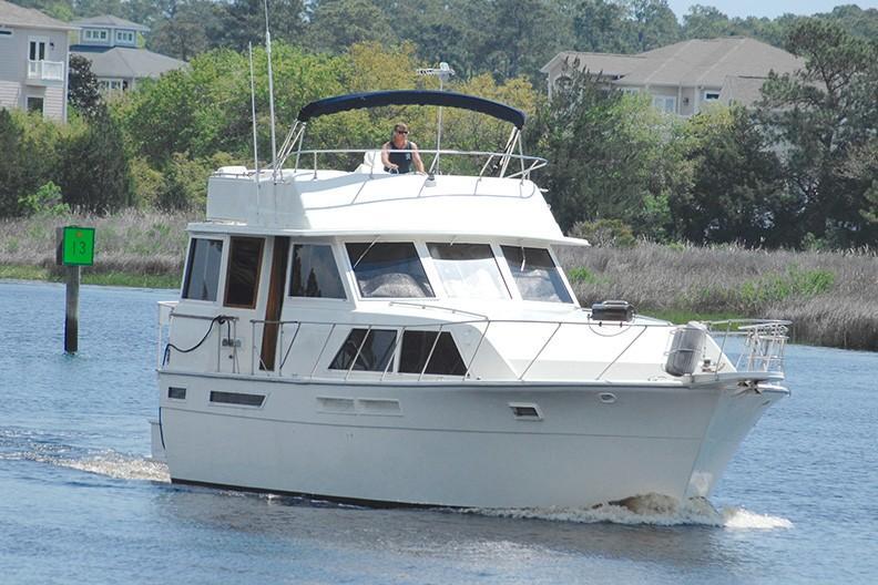 Uniflite 46 Motor Yacht - Photo: #3
