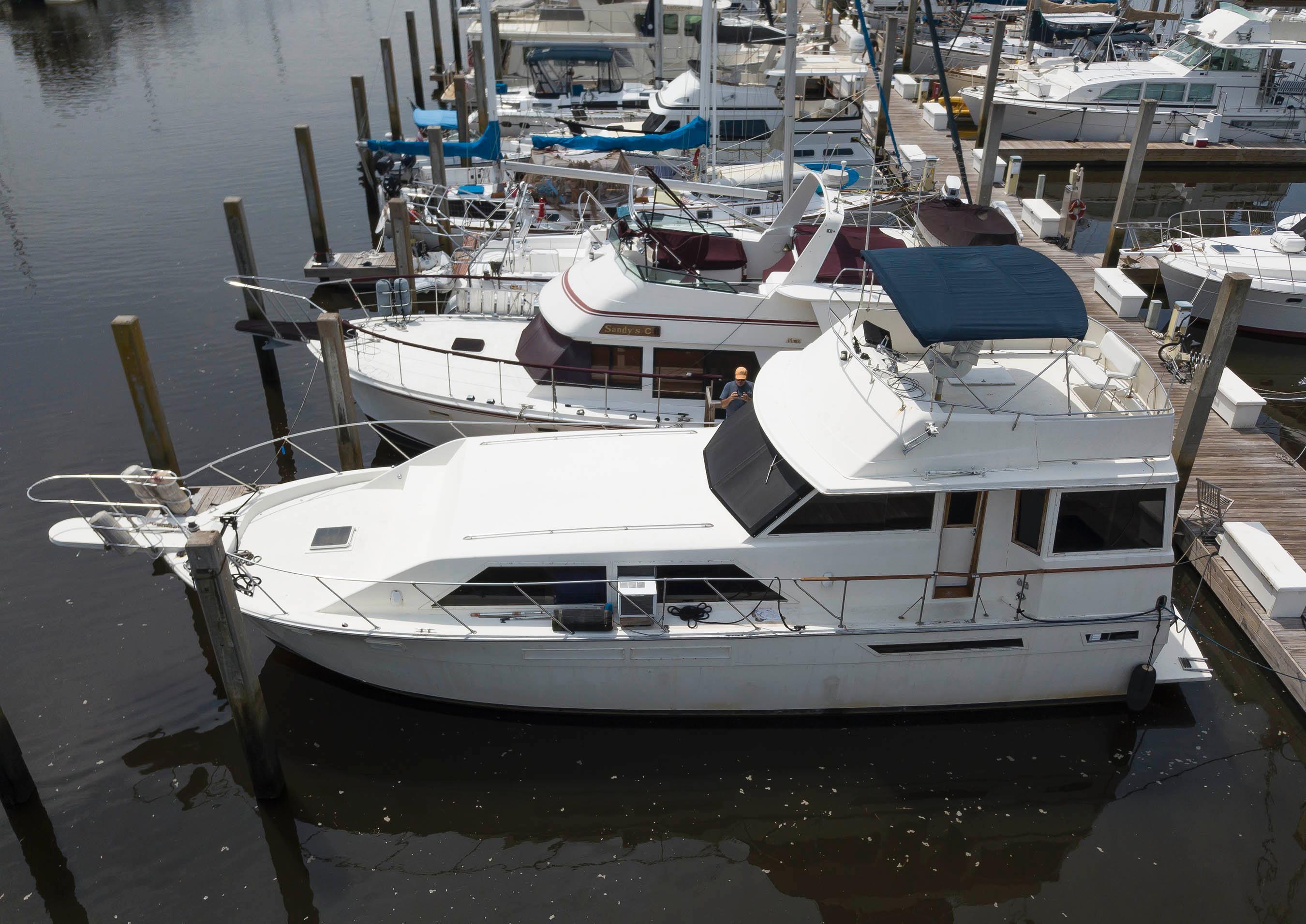 Uniflite 46 Motor Yacht - Photo: #1