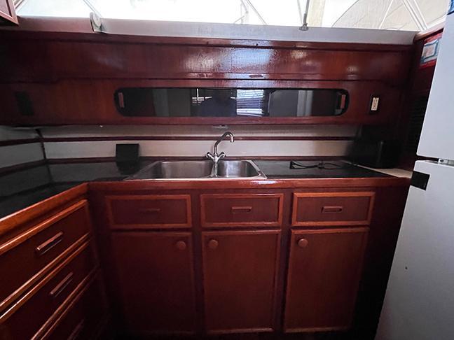 Uniflite 46 Motor Yacht - Photo: #50