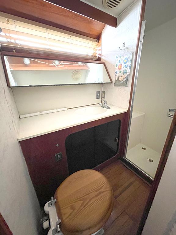 Uniflite 46 Motor Yacht - Photo: #74
