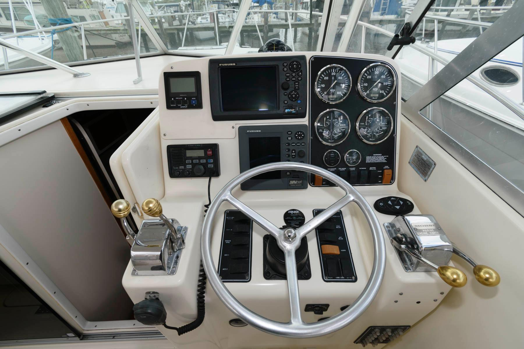 M 6102 SK Knot 10 Yacht Sales