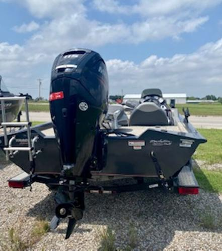 2015 Tracker Boats boat for sale, model of the boat is Pro Team 190 TX & Image # 3 of 12