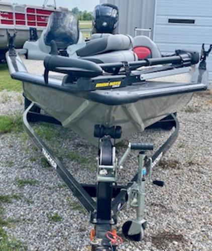 2015 Tracker Boats boat for sale, model of the boat is Pro Team 190 TX & Image # 4 of 12