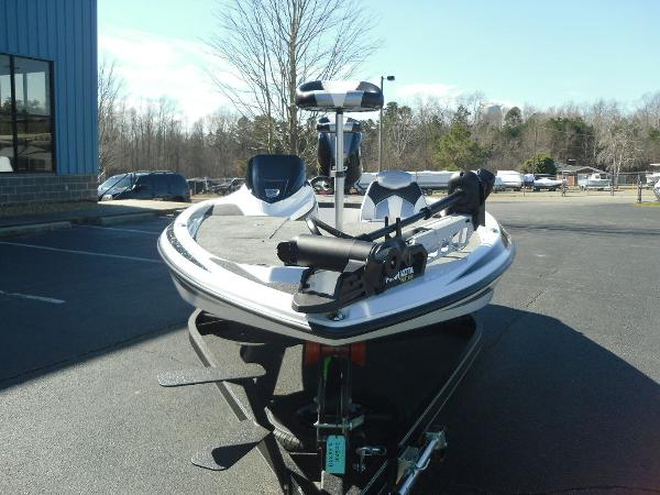 2021 Skeeter boat for sale, model of the boat is ZX150 & Image # 15 of 30