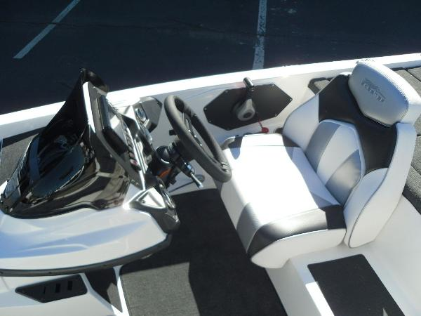 2021 Skeeter boat for sale, model of the boat is ZX150 & Image # 19 of 30
