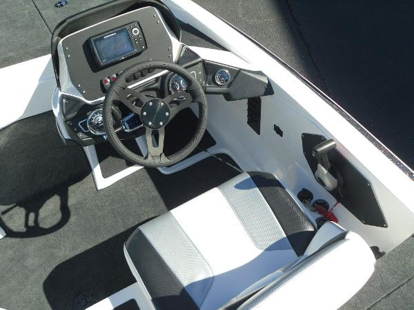 2021 Skeeter boat for sale, model of the boat is ZX150 & Image # 25 of 30