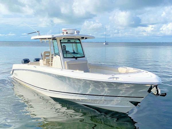 2018 Boston Whaler 330 Outrage Center Console