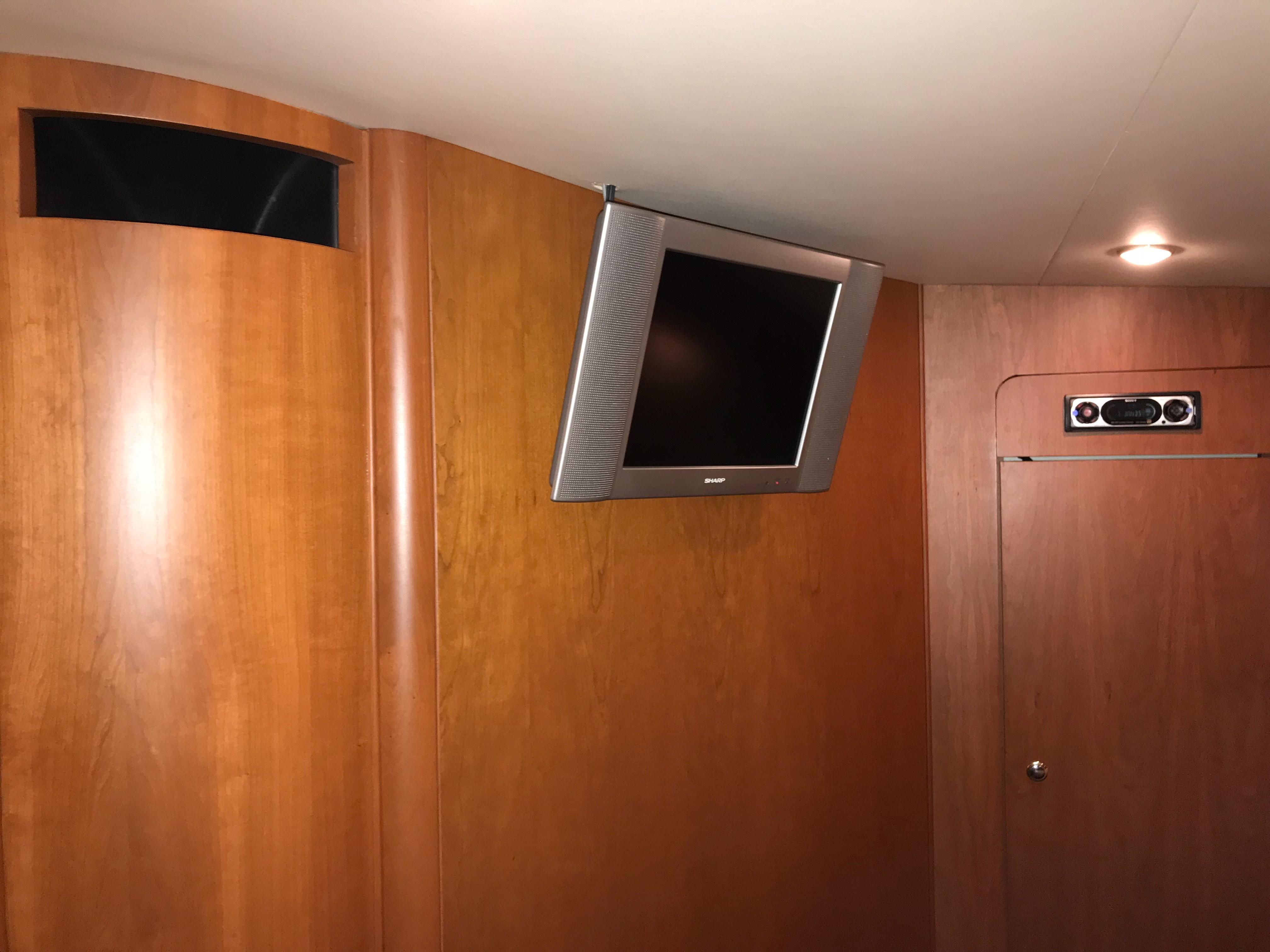 Silverton 48 Convertible - TV/DVD in VIP Stateroom