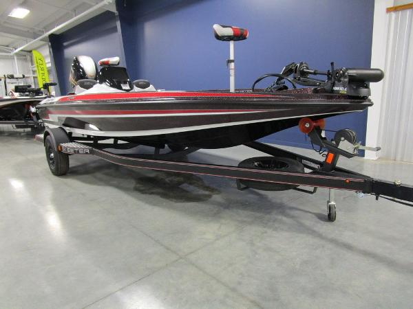2021 Skeeter boat for sale, model of the boat is ZX150 & Image # 10 of 49