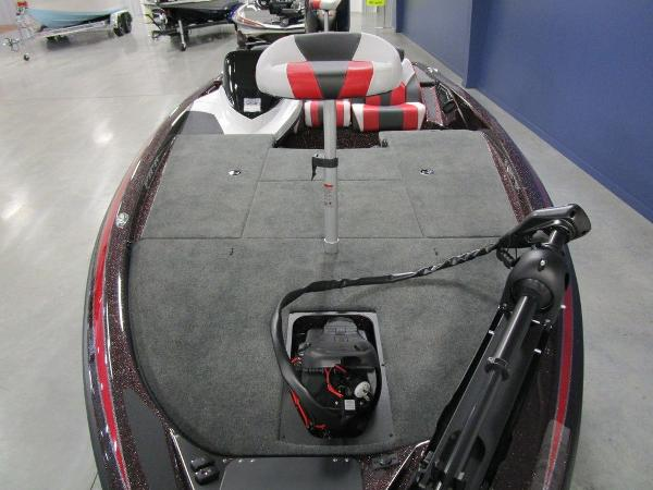 2021 Skeeter boat for sale, model of the boat is ZX150 & Image # 14 of 49