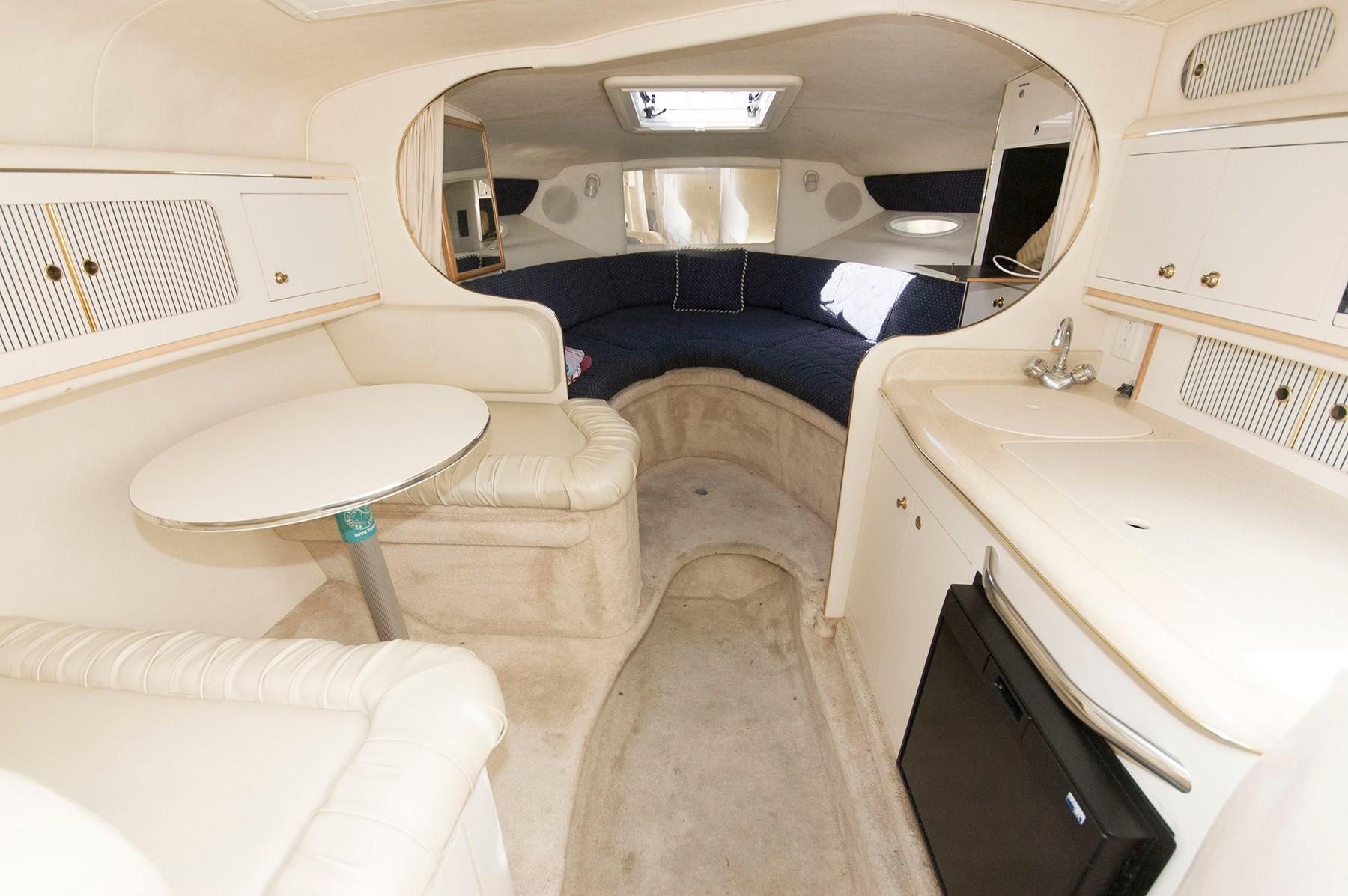 M 4860 WT Knot 10 Yacht Sales