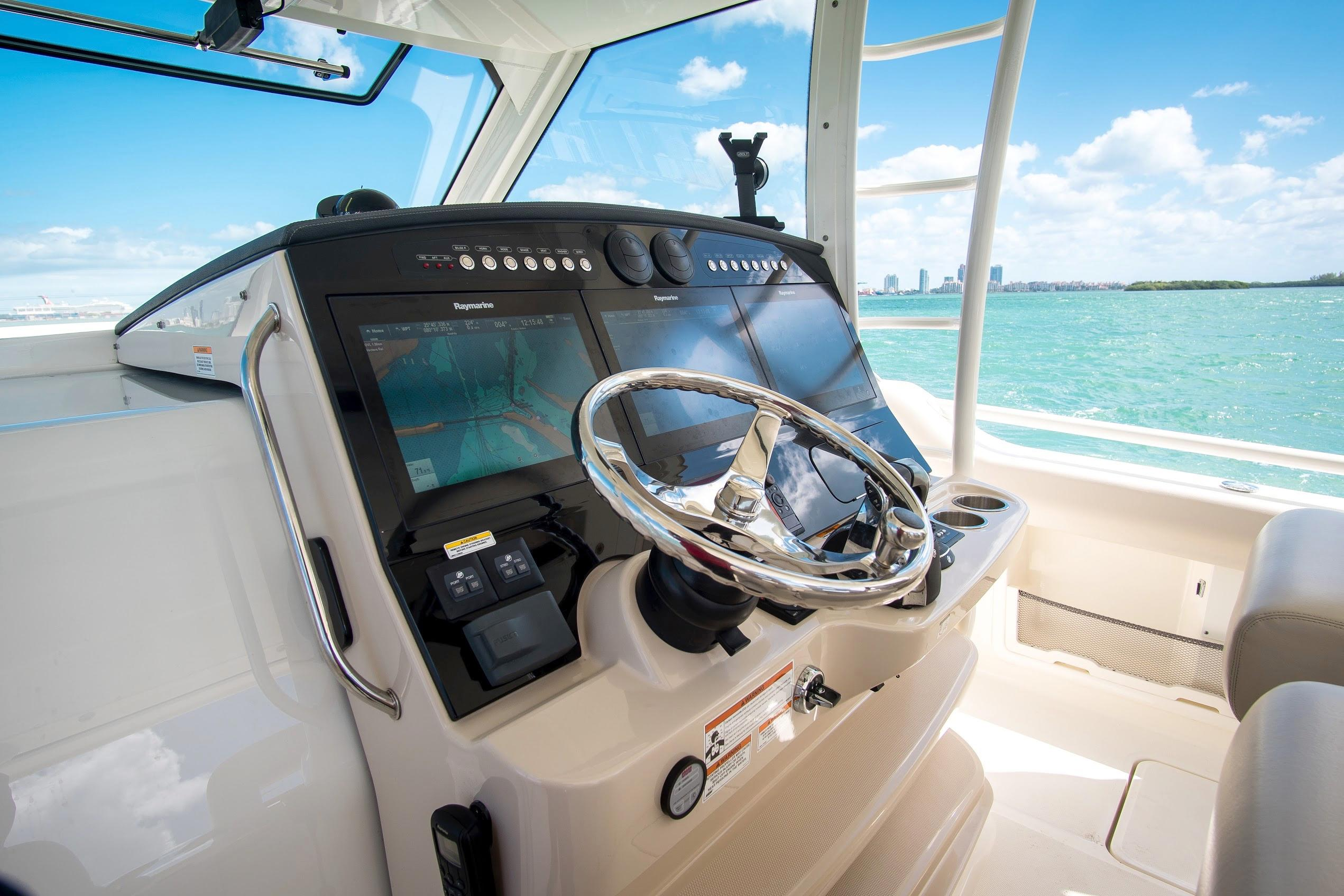 2018 Boston Whaler Outrage Center Console