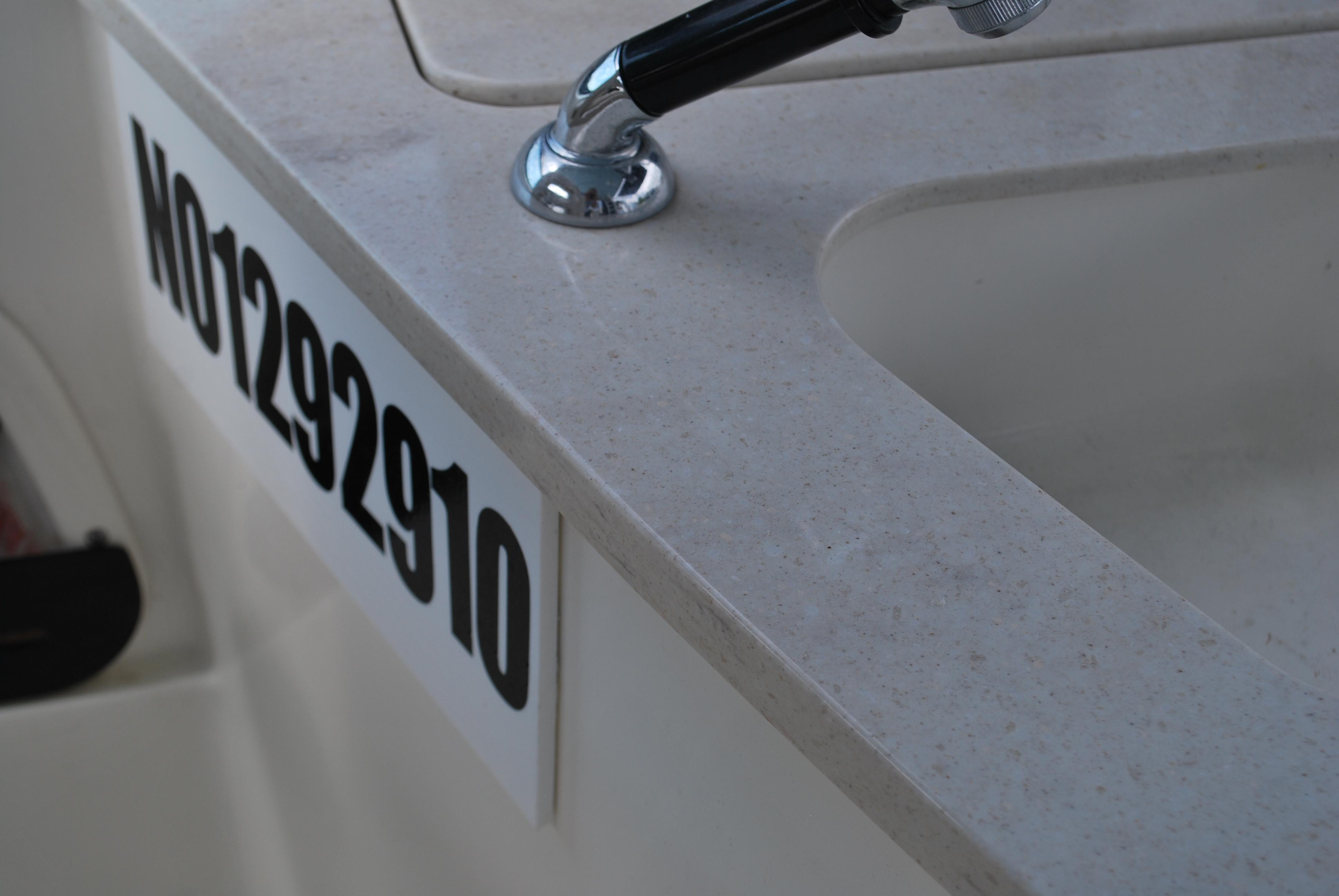2018 Boston Whaler Vantage 270