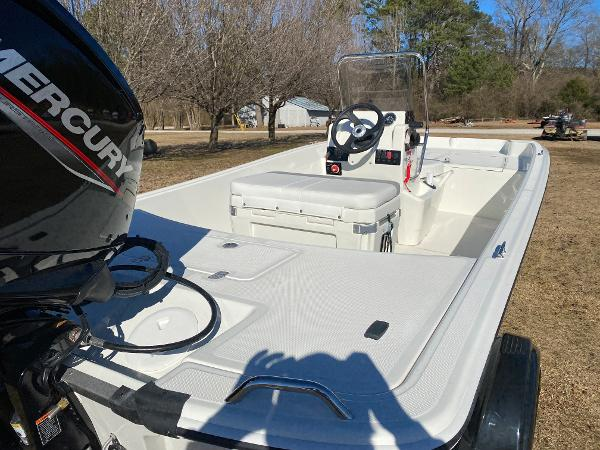 2021 Mako boat for sale, model of the boat is Pro Skiff 17 CC & Image # 11 of 18