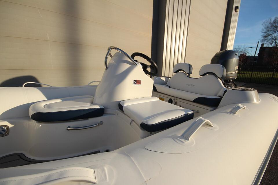 2021 Zodiac Yachtline 400 Deluxe NEO GL Edition 50hp In Stock, Image 8