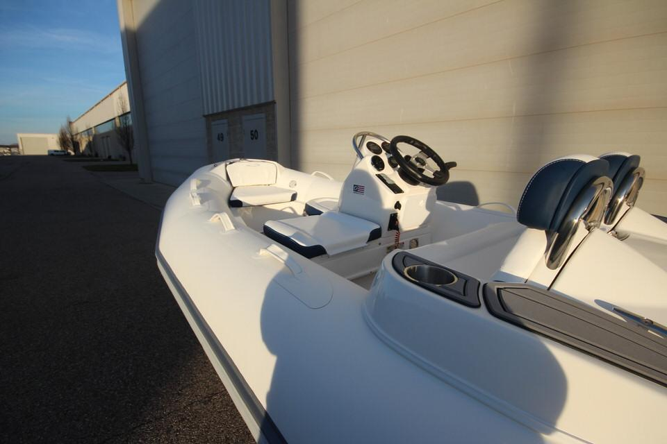 2021 Zodiac Yachtline 400 Deluxe NEO GL Edition 50hp In Stock, Image 14