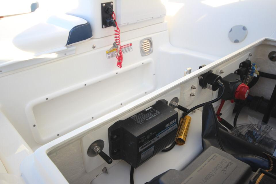 2021 Zodiac Yachtline 400 Deluxe NEO GL Edition 50hp In Stock, Image 11