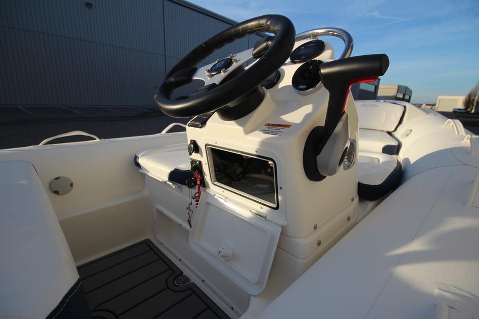 2021 Zodiac Yachtline 400 Deluxe NEO GL Edition 50hp In Stock, Image 16