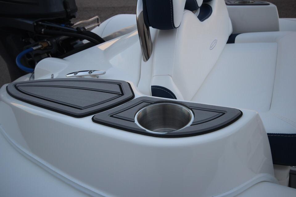 2021 Zodiac Yachtline 400 Deluxe NEO GL Edition 50hp In Stock, Image 22