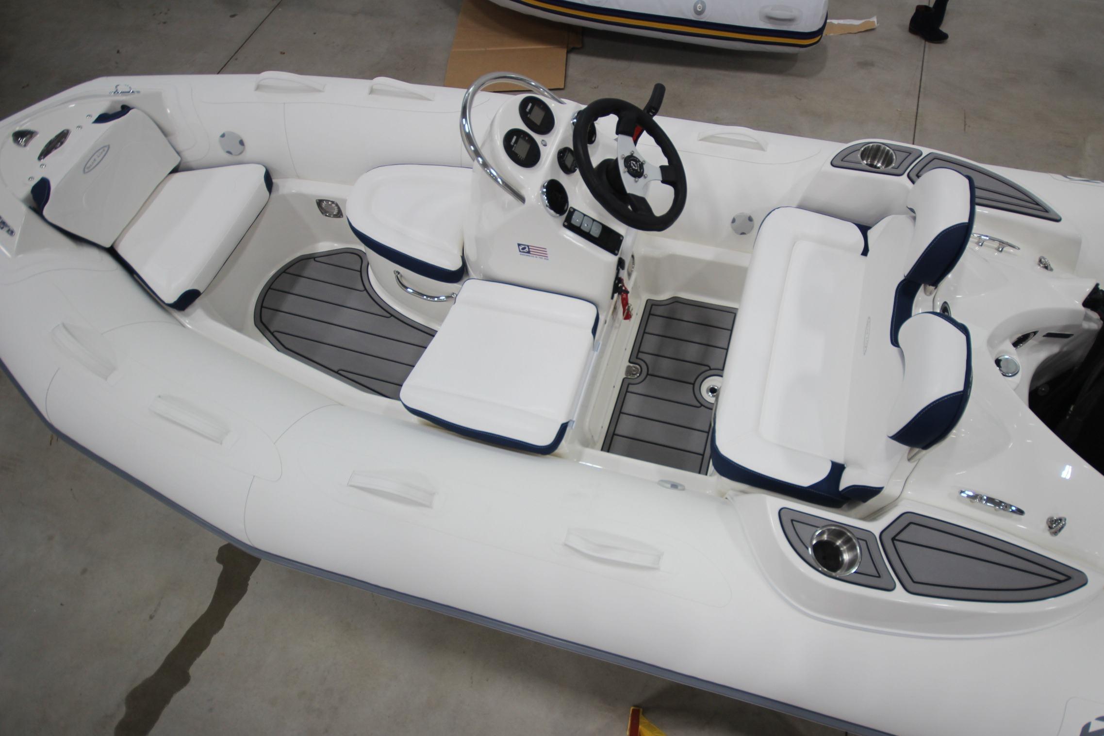 2021 Zodiac Yachtline 400 Deluxe NEO GL Edition 50hp In Stock, Image 23