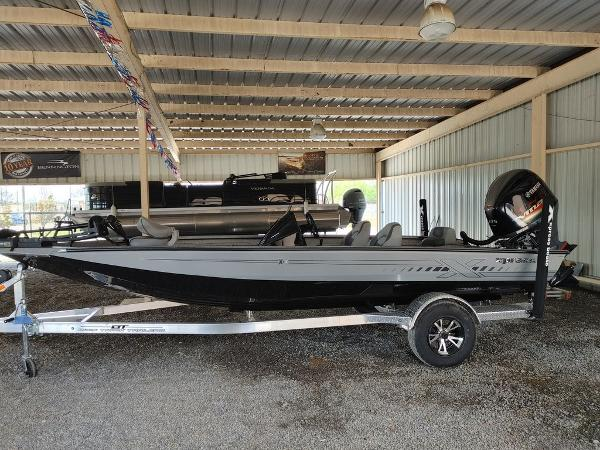 2021 Xpress boat for sale, model of the boat is X19 Pro & Image # 3 of 18