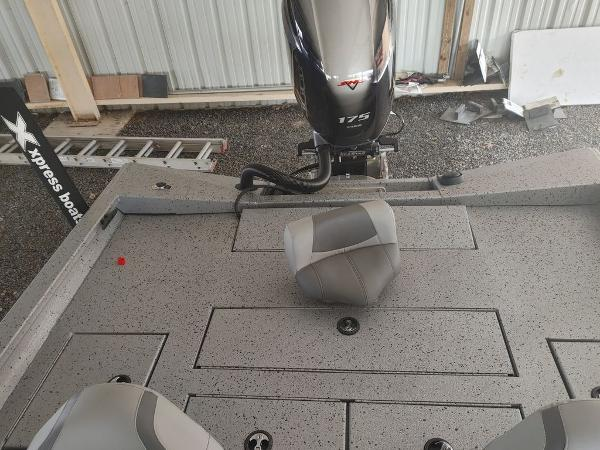 2021 Xpress boat for sale, model of the boat is X19 Pro & Image # 12 of 18