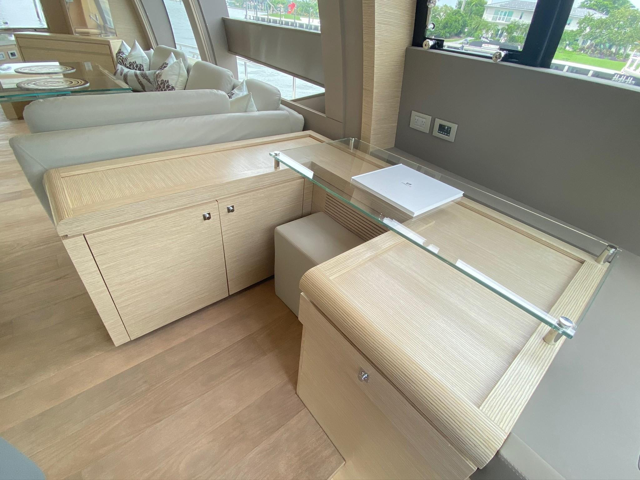 2013 Ferretti 690 Rally Round The Family - Working Desk