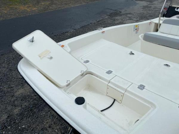 2020 Mako boat for sale, model of the boat is Pro Skiff 15 CC & Image # 4 of 10