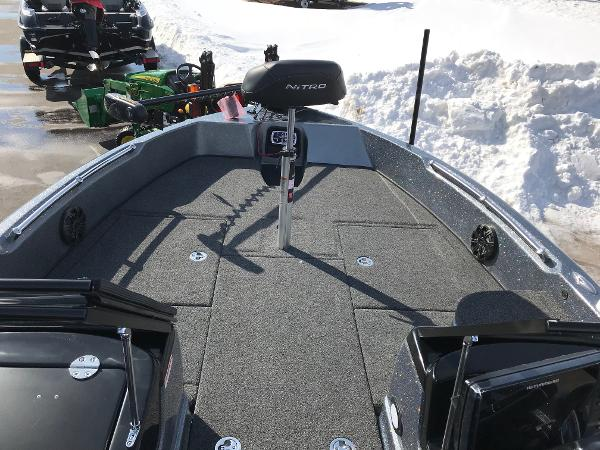 2018 Nitro boat for sale, model of the boat is ZV21 & Image # 8 of 18