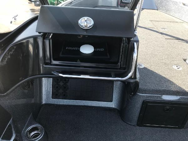 2018 Nitro boat for sale, model of the boat is ZV21 & Image # 12 of 18