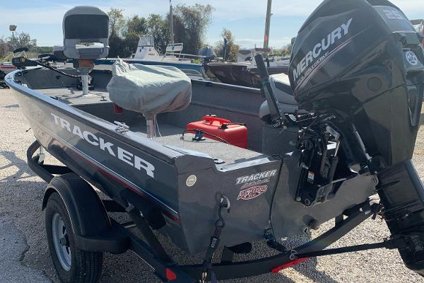 2017 Tracker Boats boat for sale, model of the boat is Guide Laker & Image # 1 of 2