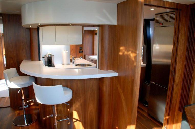 2018-86-sunseeker-86-yacht