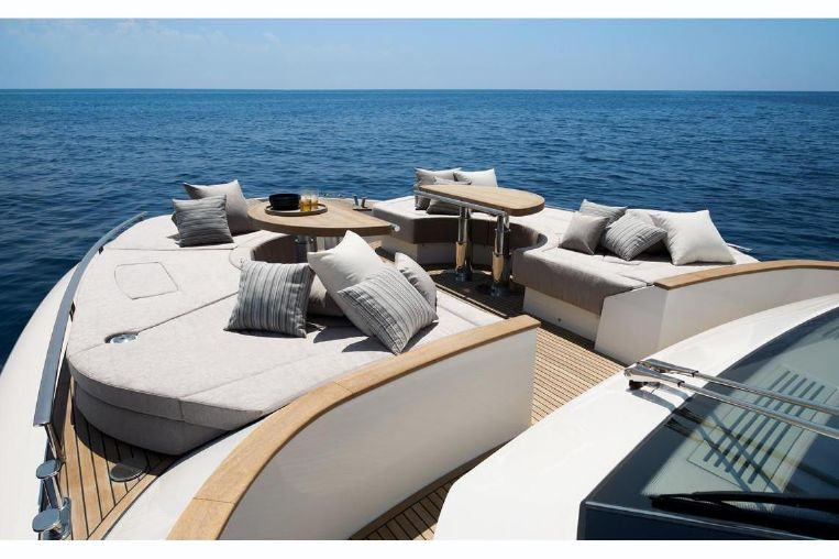 2014-69-11-monte-carlo-yachts-mcy-70