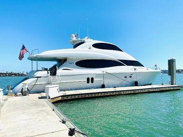 2002 80' Lazzara Yachts-80 Skylounge M.Y. Saint Petersburg, FL, US