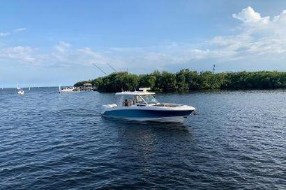 2019 35' 6'' Boston Whaler-350 Realm Key Biscayne, FL, US