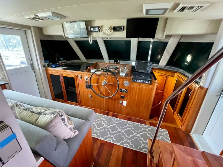 1985-82-hatteras-82-cockpit-motor-yacht