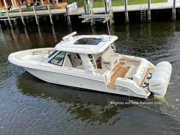 2020 38' Boston Whaler-380 Realm Fort Lauderdale, FL, US