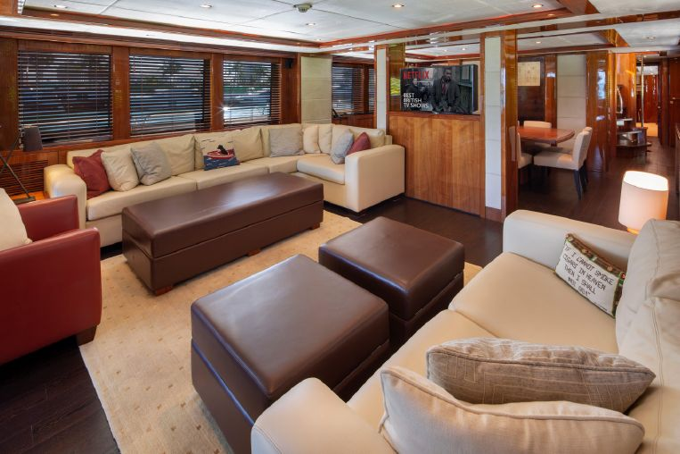 2010-112-sunseeker-34-metre-yacht