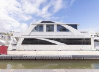 2016 Destination Yachts houseboat
