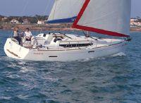 2022 Sunsail 38 3-Cabin