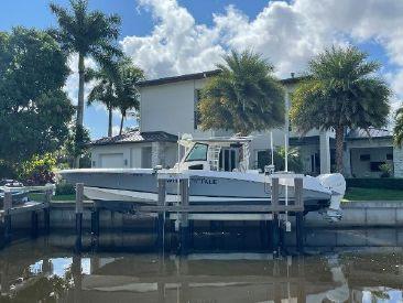 2017 37' Boston Whaler-370 Outrage Naples, FL, US