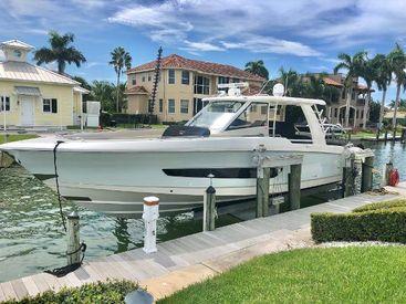 2018 42' Boston Whaler-420 Outrage Sarasota, FL, US